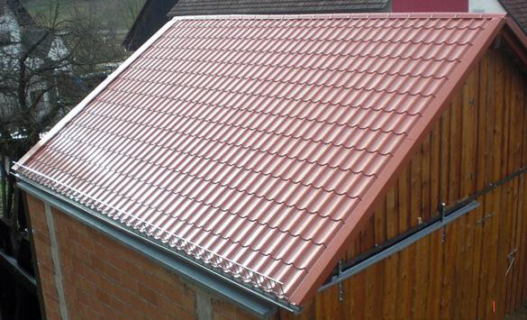 Ansicht eines Dachs mit Pfannenprofil